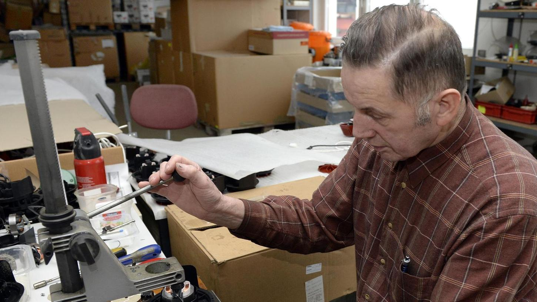Otto Barnickel hat einen Luftreiniger auf Rapsölbasis erfunden, der Schadstoffe wie PCB oder Schimmelpilze kostengünstig aus der Luft filtern soll.