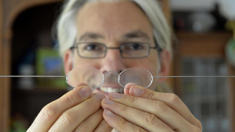 """Engagierter Tüftler: Der Erlanger Martin Aufmuth ist der Erfinder der Ein-Dollar-Brille. Für seine Idee hat er schon viele Preise erhalten. Jüngst den internationalen """"Tech Award""""."""