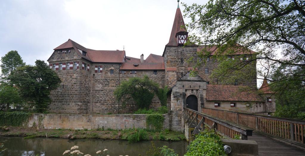 FOTO: German. Nationalmus. über. 1 / 2016 im Kontext Heldbg. und  Burgenmus...MOTIV: Burg / Schloss Lauf...Außenansicht...Kontext: Schönste  Burgen in Franken