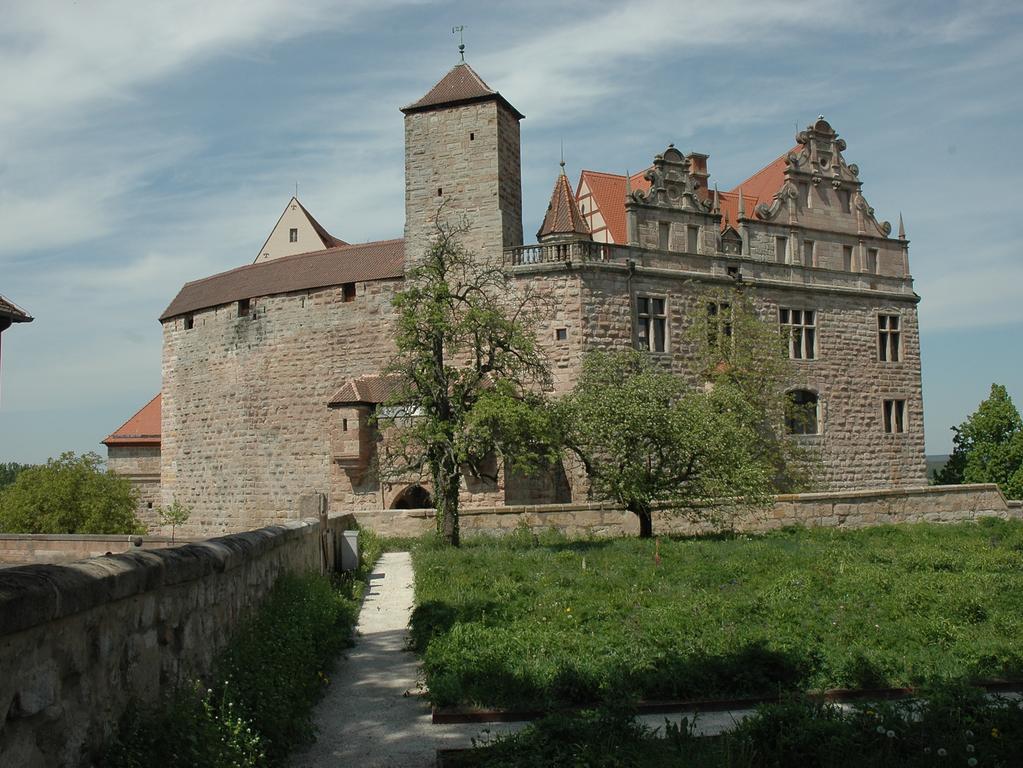FOTO: German. Nationalmus. über. 1 / 2016 im Kontext Heldbg. und Burgenmus...MOTIV: Burg Cadolzburg / die Cadolzburg...Außenansicht...Kontext: Schönste Burgen in Franken