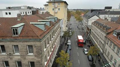 Blick in die Rudolf-Breitscheid-Straße in der Fürther Innenstadt: Hier soll das Einkaufszentrum «Neue Mitte» entstehen.