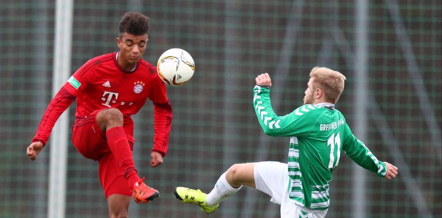 SC Feucht, SpVgg Greuther Fürth, FC Bayern, der Club und jetzt wieder Fürth: Timothy Tillman (Jahrgang 1999) galt überall als vielversprechendes Talent und gilt das als solches auch noch immer. An den Spieltagen 25 und 26 der abgelaufenen Saison durfte der ballgewandte Deutsch-Amerikaner im FCN-Dress die ersten Male Bundesliga-Luft inhalieren. Nun hat er sich bis 2022 wieder dem Kleeblatt angeschlossen.