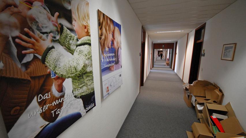 In der Quelle-Hauptverwaltung in der Fürther Finkenstraße müssen die Mitarbeiter ihre Büros räumen.