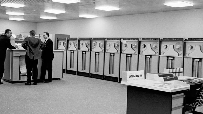 Das Rechenzentrum von Quelle zählte in den 60er Jahren zu den größten kommerziellen in Europa: Computer überwachen Lager und Kundendatei im Großversandhaus.