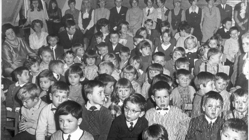 Auch in Fürth gab es eine Kindertagesstätte für den Nachwuchs von Quelle-Mitarbeitern: das Kinderheim Grete Schickedanz in der Flößaustraße. Das Bild entstand bei einer Weihnachtsfeier 1968.