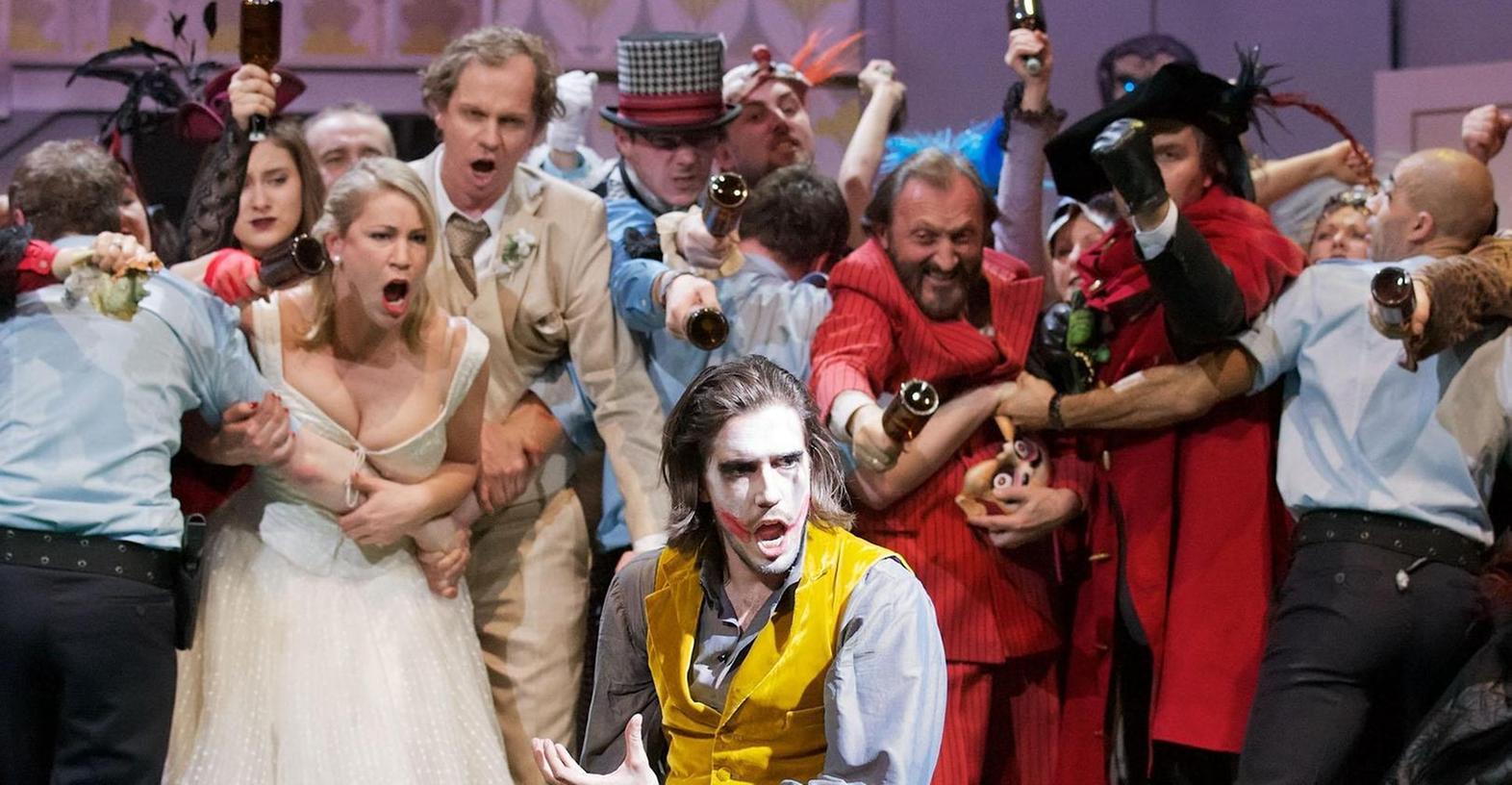 Halloween im Nirgendwo des Mittleren Westens: Don Giovanni (Simon Schnorr, vorn) ist in Jacopo Spireis Lesart ein Vorstadt-Ganove der besonders schmierigen Sorte.