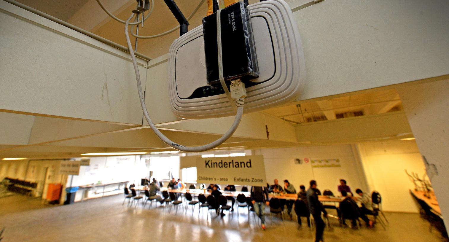 Im früheren Höffner-Haus wurden erst vor kurzem Antennen und, wie hier, Router installiert. Jetzt wurde die Technik abgeschaltet.