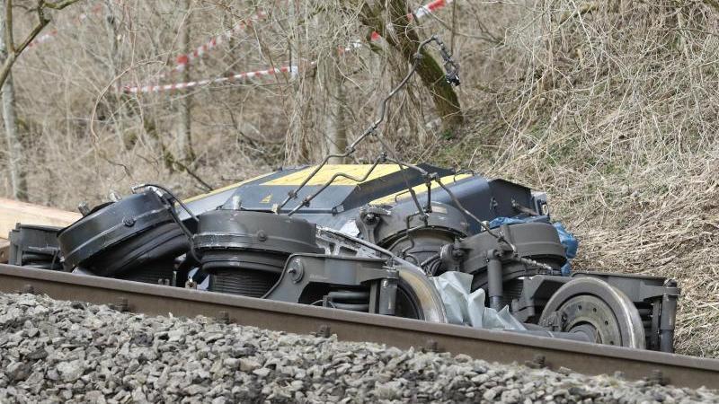 Warum die Züge zusammenstießen, ist noch nicht geklärt.