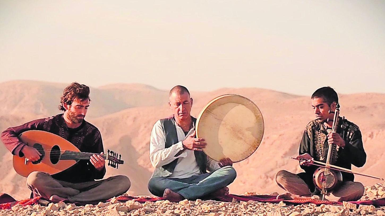 Wüstensöhne im Dienst der Klezmermusik: Das Faran Ensemble mit Gad Tidhar, Rafael Ben Zichry und Roy Smila (von links) bringt jiddische Musik aus der Stille der Sanddünen ins Fürther Kulturforum.