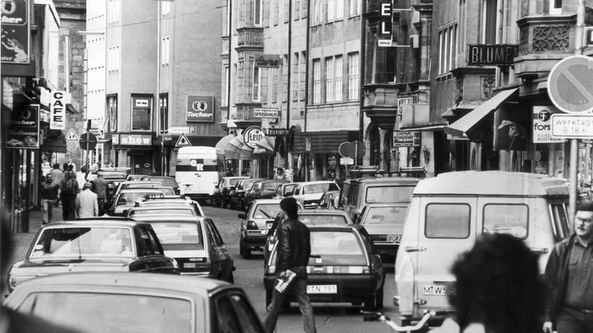 Den Wunsch nach einer Fußgängerzone äußerten Kaufleute der Vorderen Sterngasse im Jahr 1985. Sie fürchteten um ihre Geschäfte, aufgrund des großen Verkehrsaufkommens.