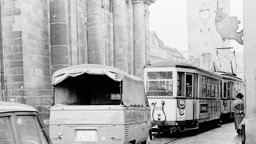Über das vermehrte Verkehrsaufkommen in der Innenstadt wurde Anfang der 1960er Jahre diskutiert. Prof. Dr. Lambert von der Technischen Hochschule Stuttgart empfahl, die Straßenbahnen im Stadtkern unter die Erde legen zu lassen.