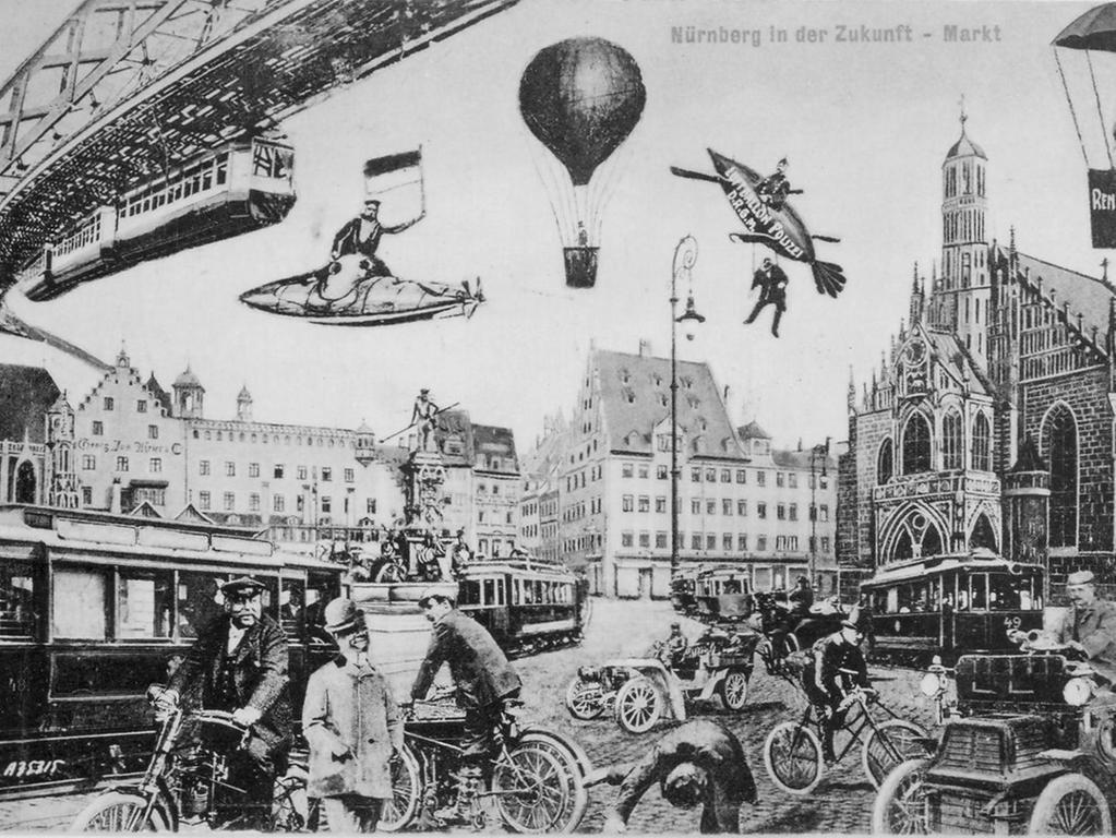 FOTO: Repro von Postkarte angeblich der 1920er Jahre; historisch. ..MOTIV:  Zukunftsvision Nürnberger Hauptmarkt mit Frauenkirche und Neptunbrunnen,  Automobilen, Hochbahn / Schwebebahn; Fluggeräten, Mopeds, Motorrädern,