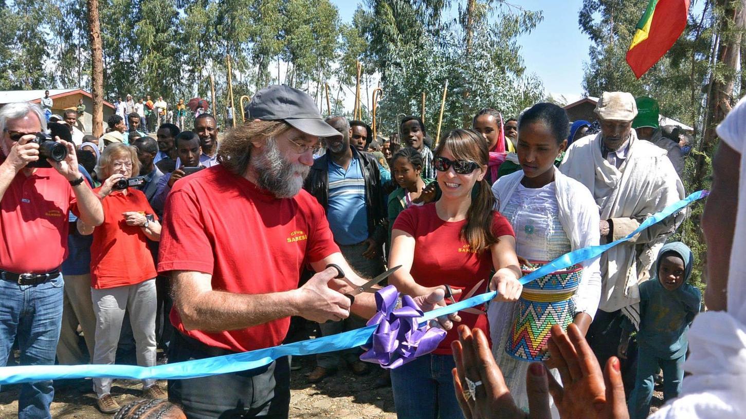 Karl Nidermayer und die Delegation vom Neumarkter Circus Sambesi waren bei der Eröffnung einer Schule in Äthiopien dabei.