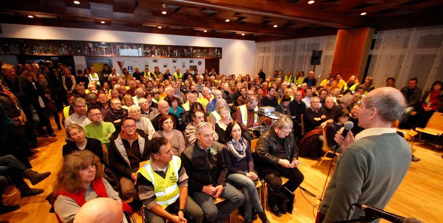 Eine Infoveranstaltung am 19. Februar sollte die interessierten Bürger Altdorfs über die Pläne des Übertragungsnetzbetreibers Tennet aufklären. Tennet war jedoch nicht erschienen, die Fronten zwischen Bürgern und Netzbetreiber Tennet verhärteten sich spürbar.