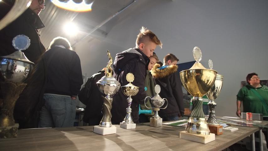 20.02.2016 --- Fussball --- Saison 2015 2016 --- 2. Fussball - Bundesliga --- SpVgg Greuther Fürth - Haupttribüne Abrissparty --- Foto: Sport-/Pressefoto Wolfgang Zink / JüRa--- ....Impressionen
