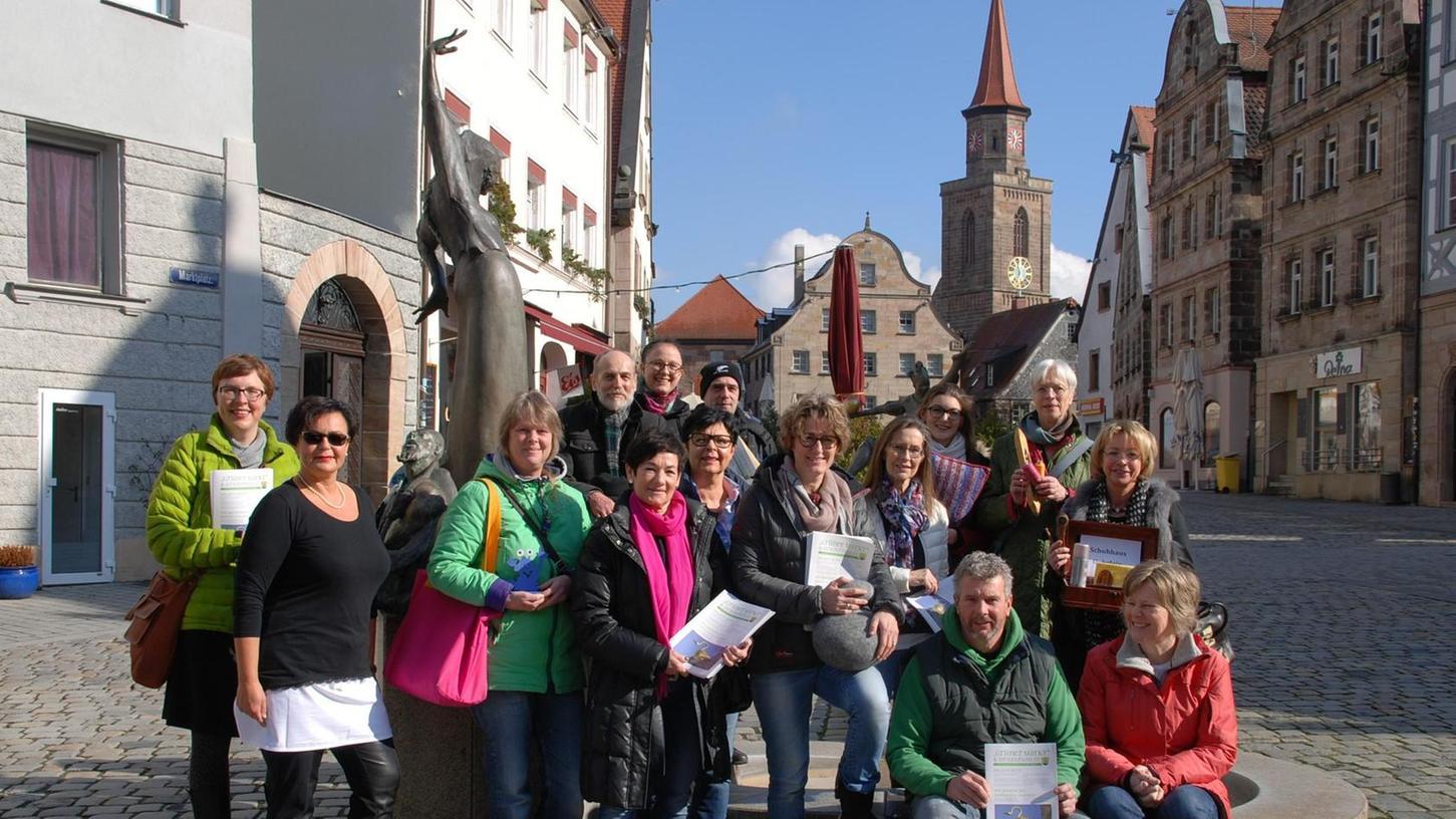 """""""Grüner Markt & drumherum"""" heißt der Name einer Zeitung, mit der die Einzelhändler der Altstadt für den verkaufsoffenen Sonntag am 6. März trommeln."""