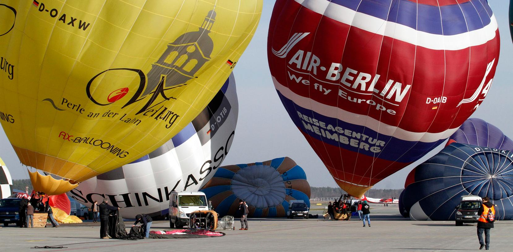 Über 30 Heißluftballons stiegen am Samstagnachmittag über Nürnberg auf.