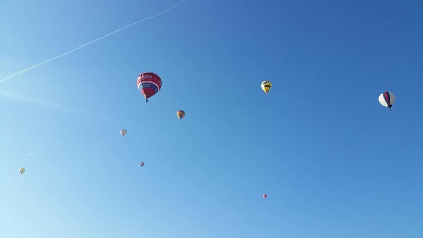 Einen bunt getupften Ballon-Himmel hat Gloria Coniglio fotografiert.