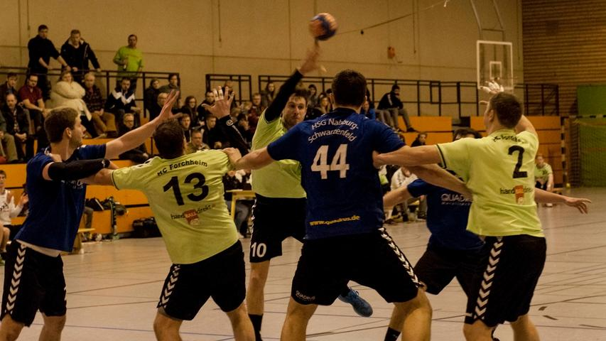 Motiv:Sport,Hanball-Männer..Bezirksoberliga Männer..HC Forchheim(Grün)gegen Nabburg-Schwarzenfeld....Foto:Roland Huber-Altjohann..