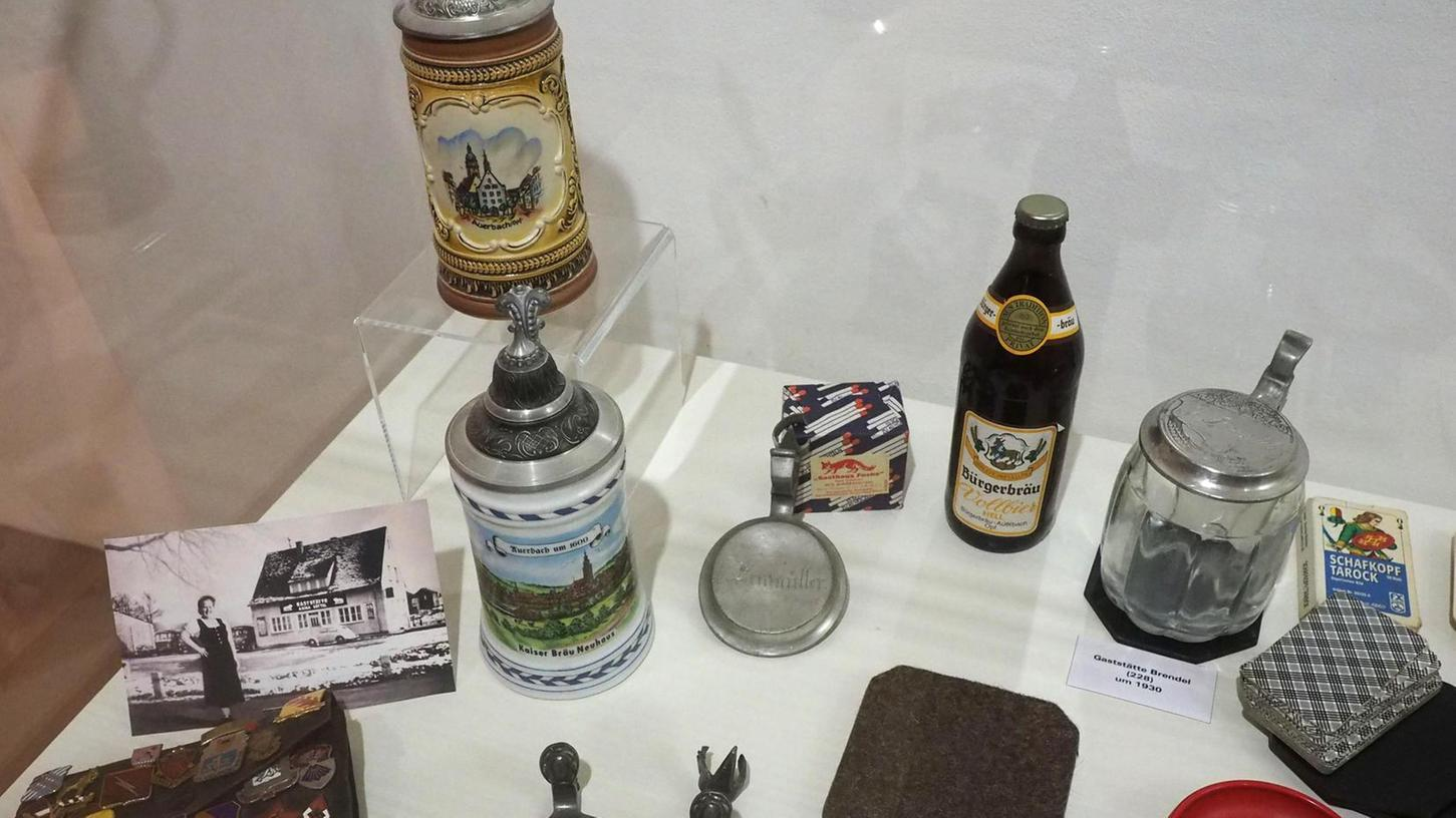 Der Krug, das Kartenspiel und der Bierfilz: Bei den Exponaten wird so manche Erinnerung wach.