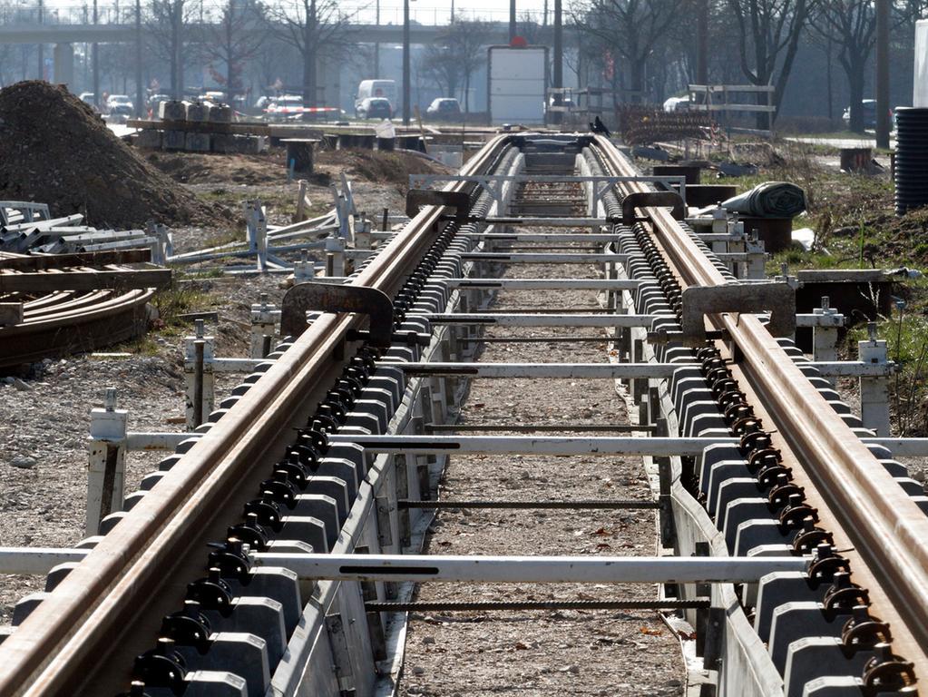 LOKALES Foto: Eduard Weigert Datum: 27.2.16..Ortstermin StuB in Thon.. Am  Wegfeld/Johann-Sperl-Straße..Baustelle Straßenbahn