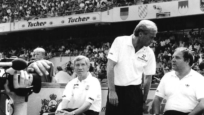 UnterClub-Trainer Willi Entenmann (l.) fungierte der gebürtige Pegnitzer Dr. Walter Wagner alsMannschaftsarzt des 1. FC Nürnberg.