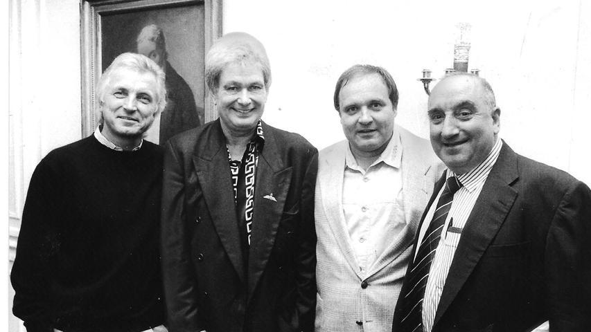 Der Ringarzt Walter Wagner betreute zusammen mit anderen Kollegen (Bild) nahezu alle bundesdeutschen Profiboxer. Rechts im Bild der legendäre Cutman Dennie Mencini, der