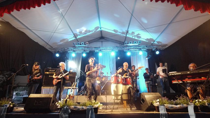 Die Rockband Revolver - hier bei einem Konzert in Höchstadt - sorgt seit vielen Jahren mit gut gemachten Cover-Versionen für Stimmung.