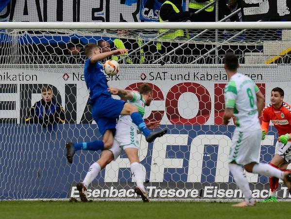 Eigentlich eine gute Voraussetzung für ein Club-Engagement: Nicklas Helenius weiß, wie man gegen Fürth trifft.