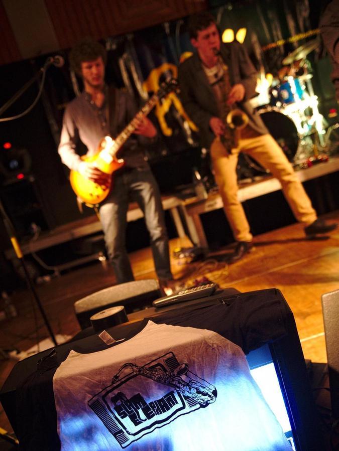 Slam Elephant entwickeln ihre Songs beim gemeinsamen Jammen.