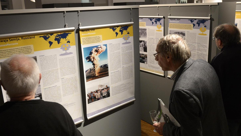 Auge in Auge mit dem Atompilz: Besucher können sich in der Sonderausstellung im Stadtmuseum über die Strahlenkatastrophen dieser Welt informieren — von Los Alamos bis Fukushima.