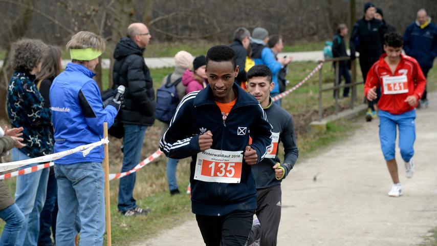 Erlanger Winterwaldlauf zog die Hobby-Läufer in seinen Bann