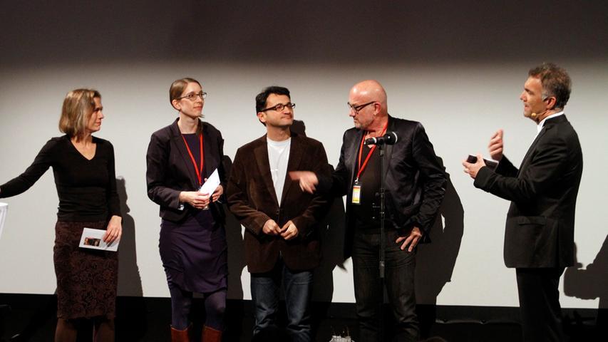 Festivalpräsident Adil Kaya (rechts) mit den Spielfilm-Juroren Mariette Rissenbeek, Dr. Felicitas Kleiner, Miraz Bezar und Michael Aue. Jury-Präsident Dervis Zaim musste bereits vor der Preisverleihung wieder abreisen.