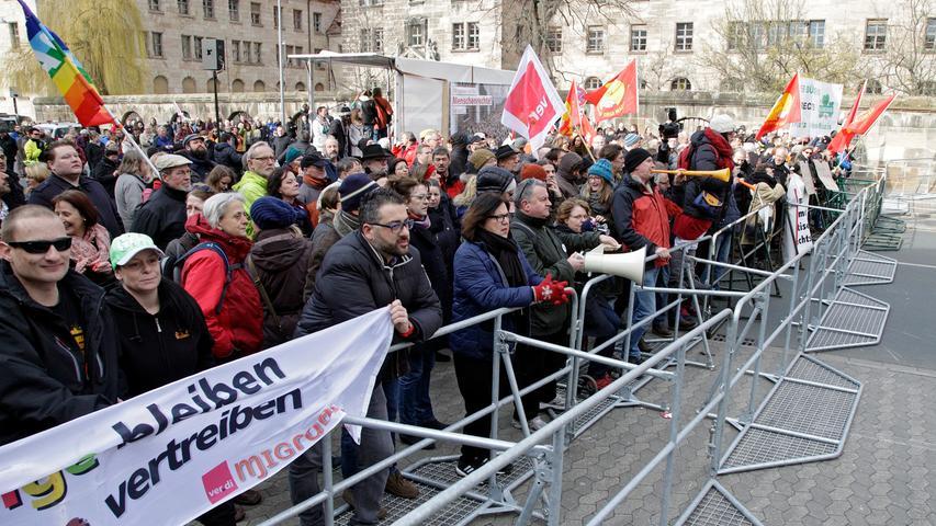 RESSORT: Lokales ..DATUM: 13.03.16..FOTO: Michael Matejka ..MOTIV: Kundgebung vor dem Justizgebäude...ANZAHL: 1 von 35..