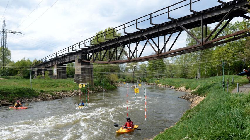 ... und bietet dem Kanuverein weiter flussabwärts einen Trainingsbereich.