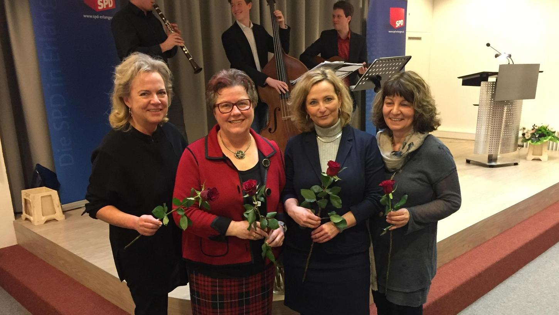 MdL Alexandra Hiersemann (v. l.), Bezirks- und Stadträtin Gisela Niclas, Prof. Petra Bendel, MdB Martina Stamm-Fibich beim SPD-Frauenempfang.