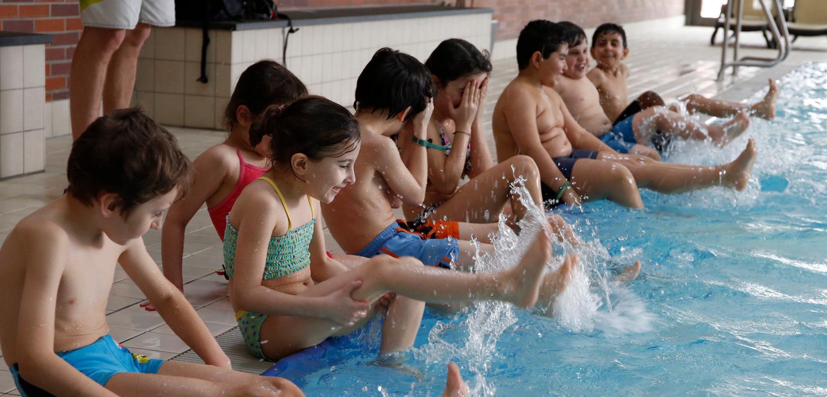 Schwimmkurse für Kinder sind wichtig, können sogar Leben retten.