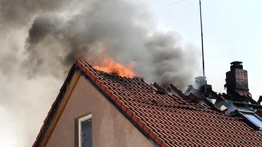 Wohnhaus und Werkstatt in Priesendorf gehen in Flammen auf