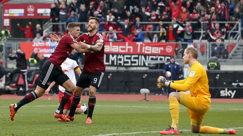Aktuell bemüht sich der Club ins Bundesliga-Oberhaus zurückzukehren, dorthin wo sich der FCN am wohlsten fühlt. Die Saison 2015/16 war dabei eine äußerst vorzeigbare. Besonders in der Rückrunde reihte der Club einen Erfolg an den nächsten - gleichbedeutend mit neuen Gute-Laune-Serien in der Geschichte von Nürnbergs Lieblingsverein. In der Relegation gegen Frankfurt platze dann jedoch der Traum von der Rückkehr in Deutschlands Eliteklasse.
