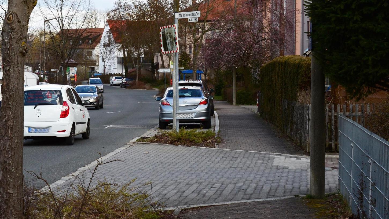 Die Pflasterung der Stichstraßen in der Mussinanstraße gibt nach Expertenmeinung Anlass für Missverständnisse im Verkehr. Ein Zivilrichter hat die Rechts-vor-links-Vorfahrt verneint.