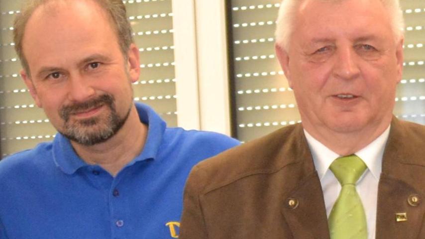 Der Erlanger Matthias Distler ist neuer DJK-Verbandsvorsitzender. Beim Verbandstag wurde Distler, seit acht Jahren Vorsitzender der DJK Erlangen und seit vier Jahren Stellvertreter im Verband, zum neuen Diozösanvorsitzenden gewählt. Seine neuen Stellvertreter sind Waltraud Weisel (Schlaifhausen) und Herbert Stilkerich (Wimmelbach). Die DJK ist der katholische Sportverband in Deutschland. In über 1100 DJK-Vereinen sind mehr als eine halbe Millionen Mitglieder organisiert, der Diozösanverband Bamberg umfasst 47 Vereine mit über 19 000 Sportlern.