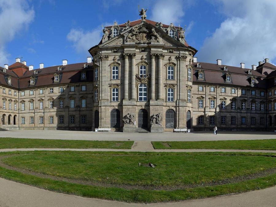 Schloss Glanzt In Frischen Farben Pommersfelden Nordbayern De