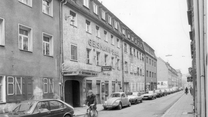 Groß angeschrieben - im Herzen der Stadt befand sich der Geismannsaal, der 1895 erbaut wurde. Bis zu seinem Abbruch 1982 feierten die Fürther dort auf 779 Quadratmeter.