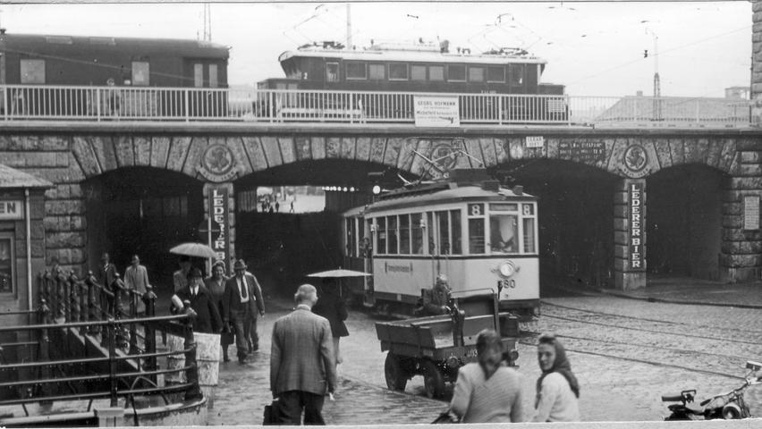 Durch die schrittweise Vergrößerung des Hauptbahnhofs wurden bald Unterführungen nötig. So wurden nach und nach der Tafelfeld-, Karl-Bröger-, Marien- und Dürrenhoftunnel sowie die Celtis- und die Allersberger Unterführung gebaut.