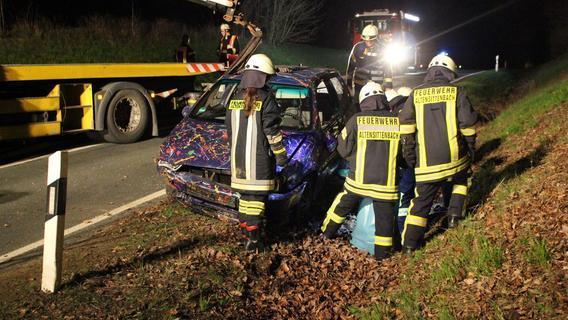 Unfall bei Henfenfeld: Mann überschlägt sich mit Auto
