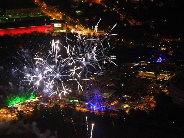 FOTO: Oliver Acker, www.digitale-luftbilder.de, Datum 03.05.2014..MOTIV:  Luftbild bei Nacht, Frühlingsfest, Feuerwerk