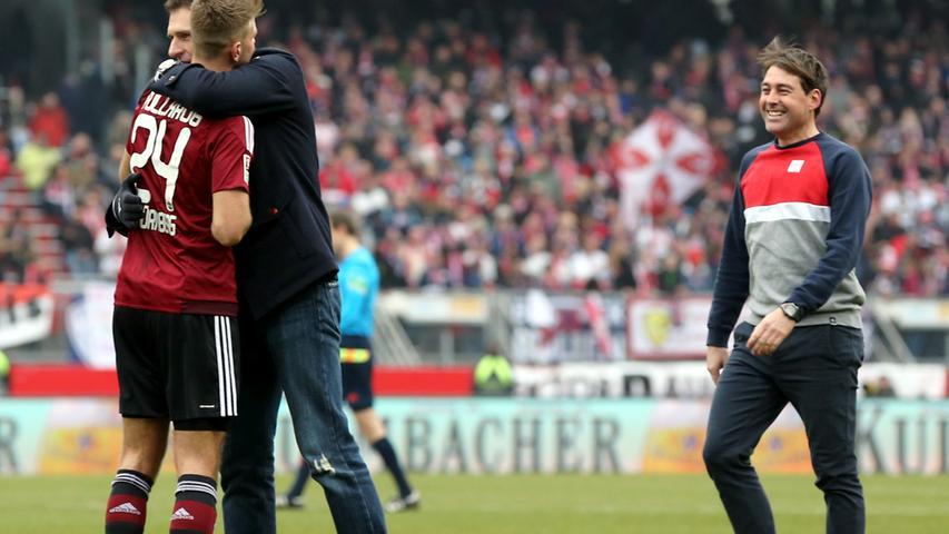 Am 27. Spieltag schlägt der Club vor fast ausverkauftem Haus auch Spitzenreiter Leipzig und baut seine Serie auf mittlerweile 17 Partien ohne Pleite aus. Klares Signal an die Konkurrenz: Der FCN will und kann oben mitspielen - und aufsteigen? Die Antwort lautete letztlich
