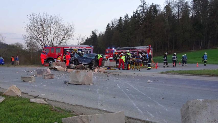 Schwerer Unfall auf B2 bei Treuchtlingen