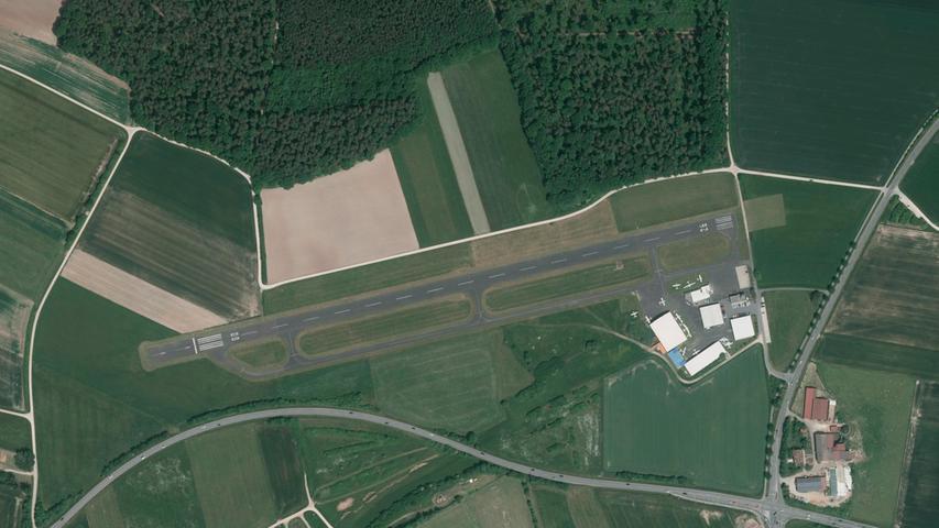 """Natürlich der Flugplatz, heutzutage sehr viel """"ordentlicher""""."""