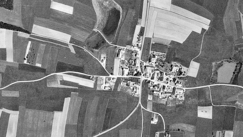 Klar doch, das ist der Ortsteil, der heute einen Kreisverkehr und viel mehr Weiher hat: